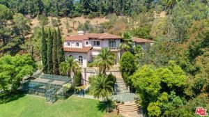 Actress trims price off of multimillion mansion.